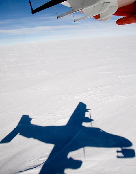 Mätningar 15 meter ovanför mark  i närheten av forskningsstationen Neumayer. Foto: Radovan Krejci.