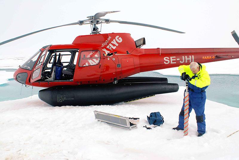 Drilling ice cores with Kovacs drill at 85°N. Photo: Hans Ramløv.