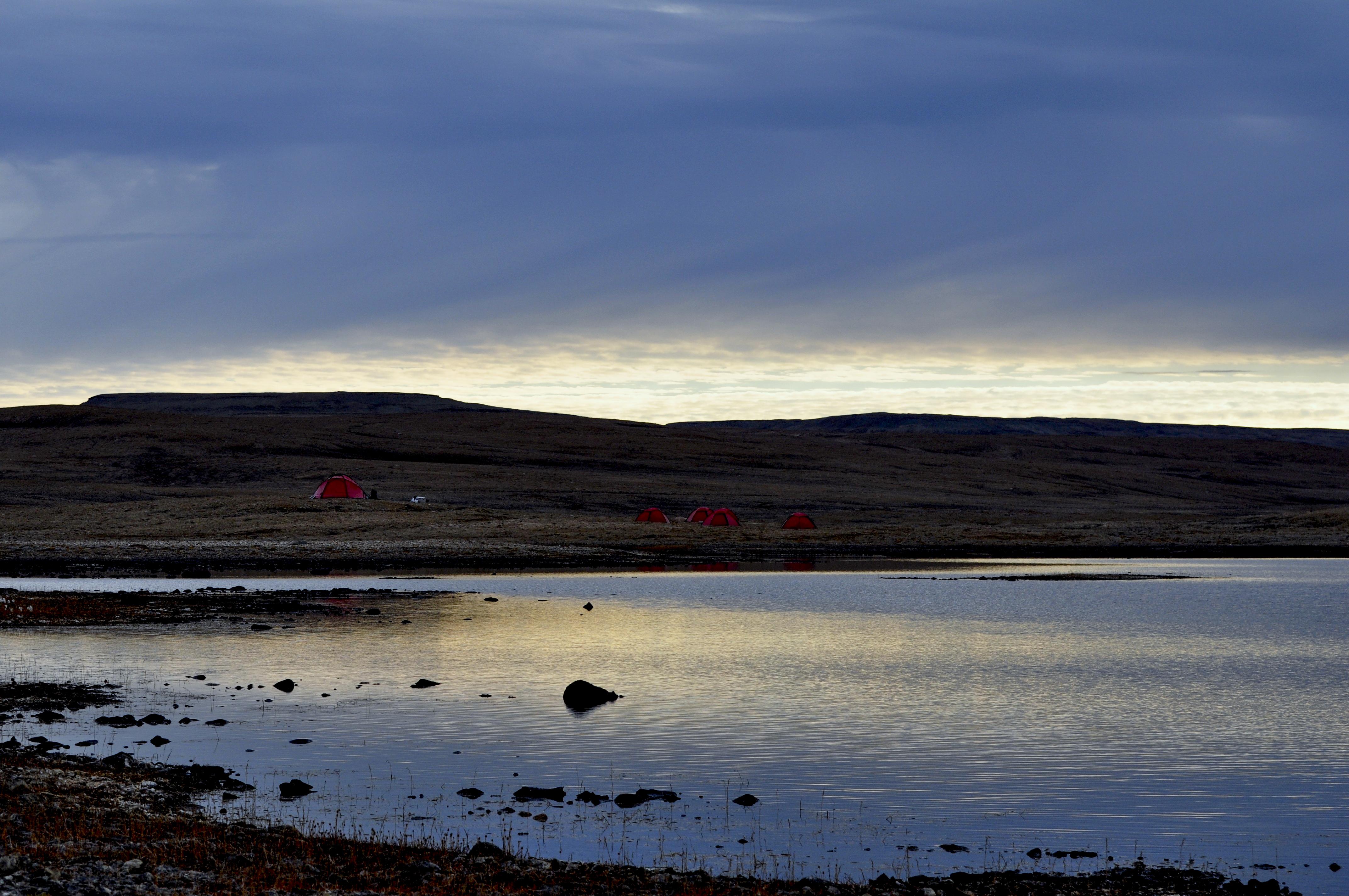 Vintern är på väg. Fältlägret på Washington Land. Foto: Åsa Lindgren