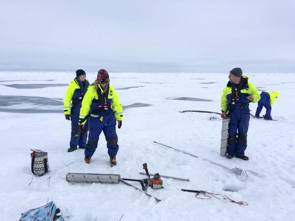 Forskare på havsisen