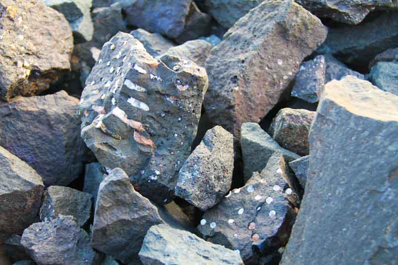 Sten med missfärgningar