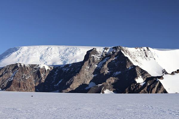 Snöklätt berg