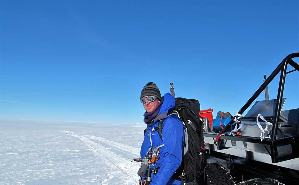 Ola Fredin är expert på att göra satellitbildsanalyser. Analyserna använder vi för att identifiera vilka klippor som kan värdefulla att ta sig till. Foto: Henrik Törnberg