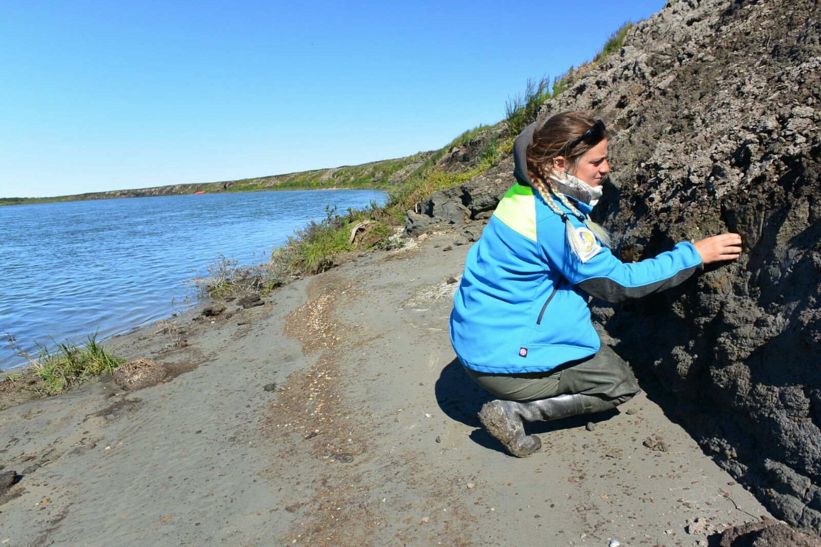 Susana looking for fossils