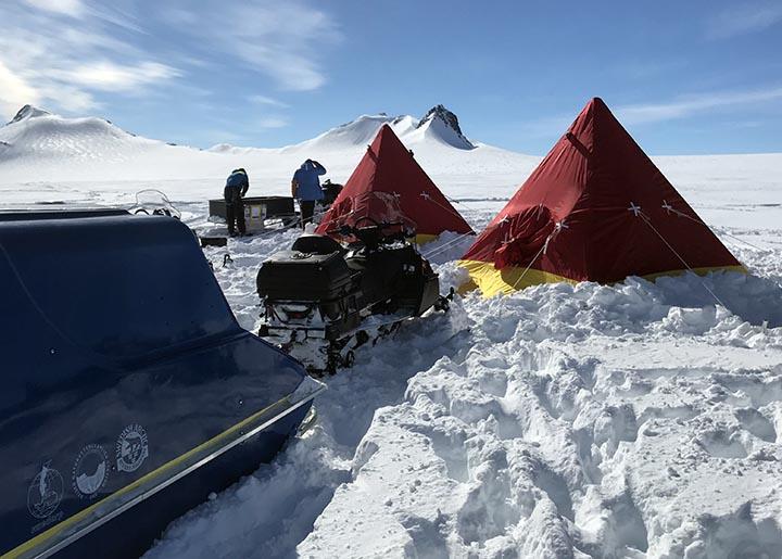 Tält på isen