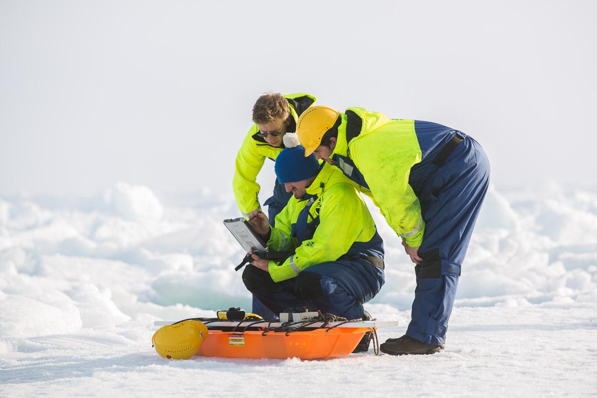 Forskare arbetar på havsisen