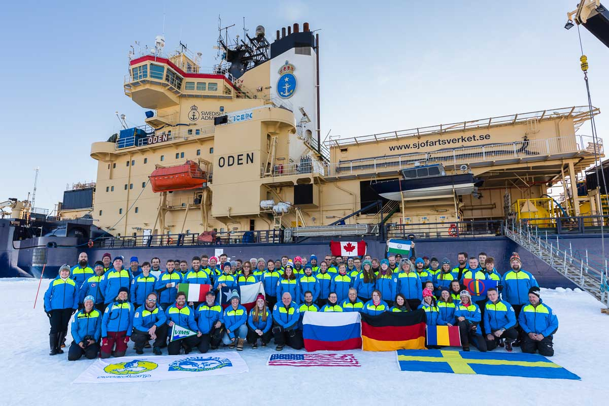 Group photo in front of icebreaker Oden