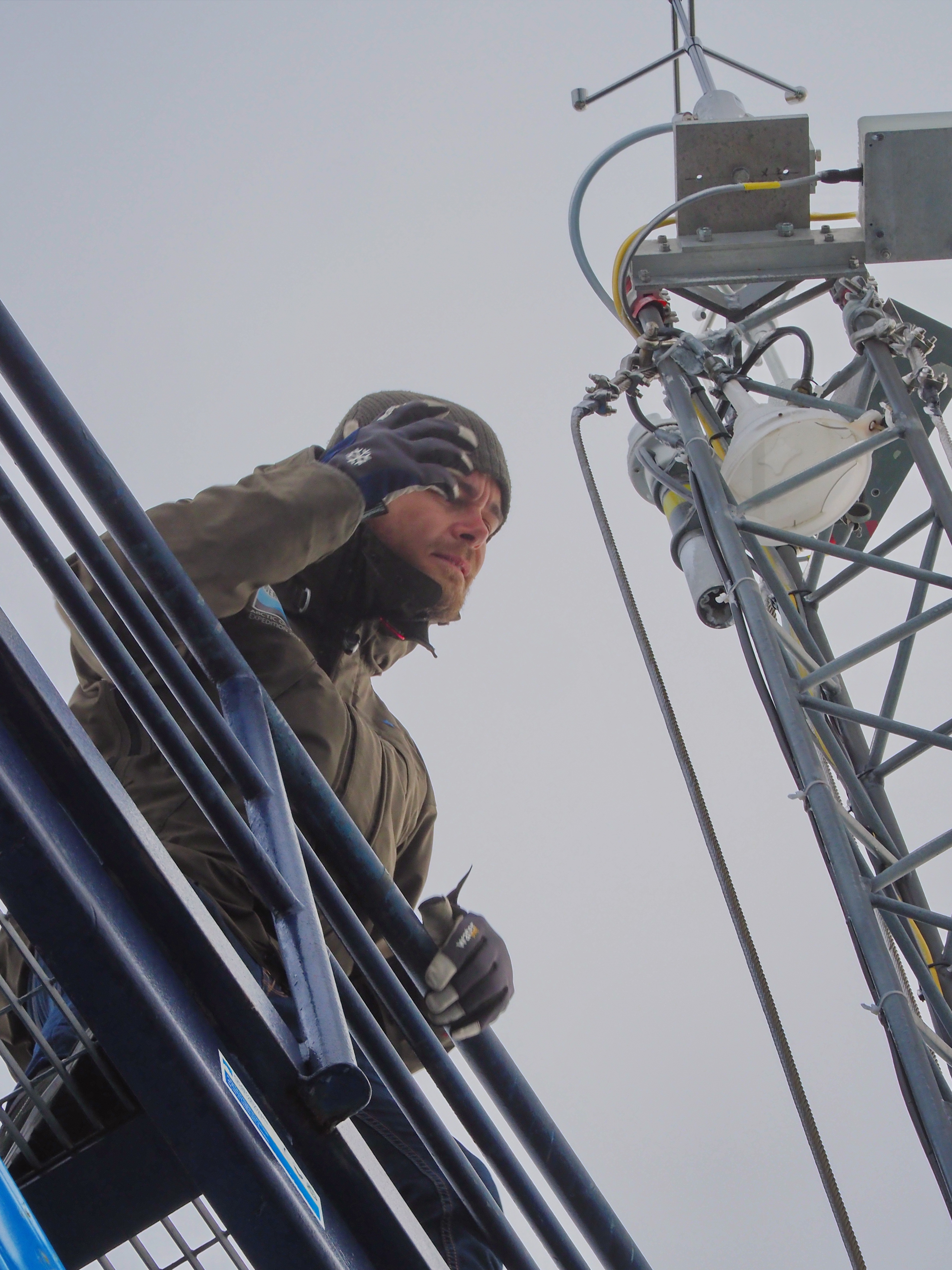 John Prytherch attending to the instruments at top of the mast using the lift mounted behind the mast. Photo: Michael Tjernström
