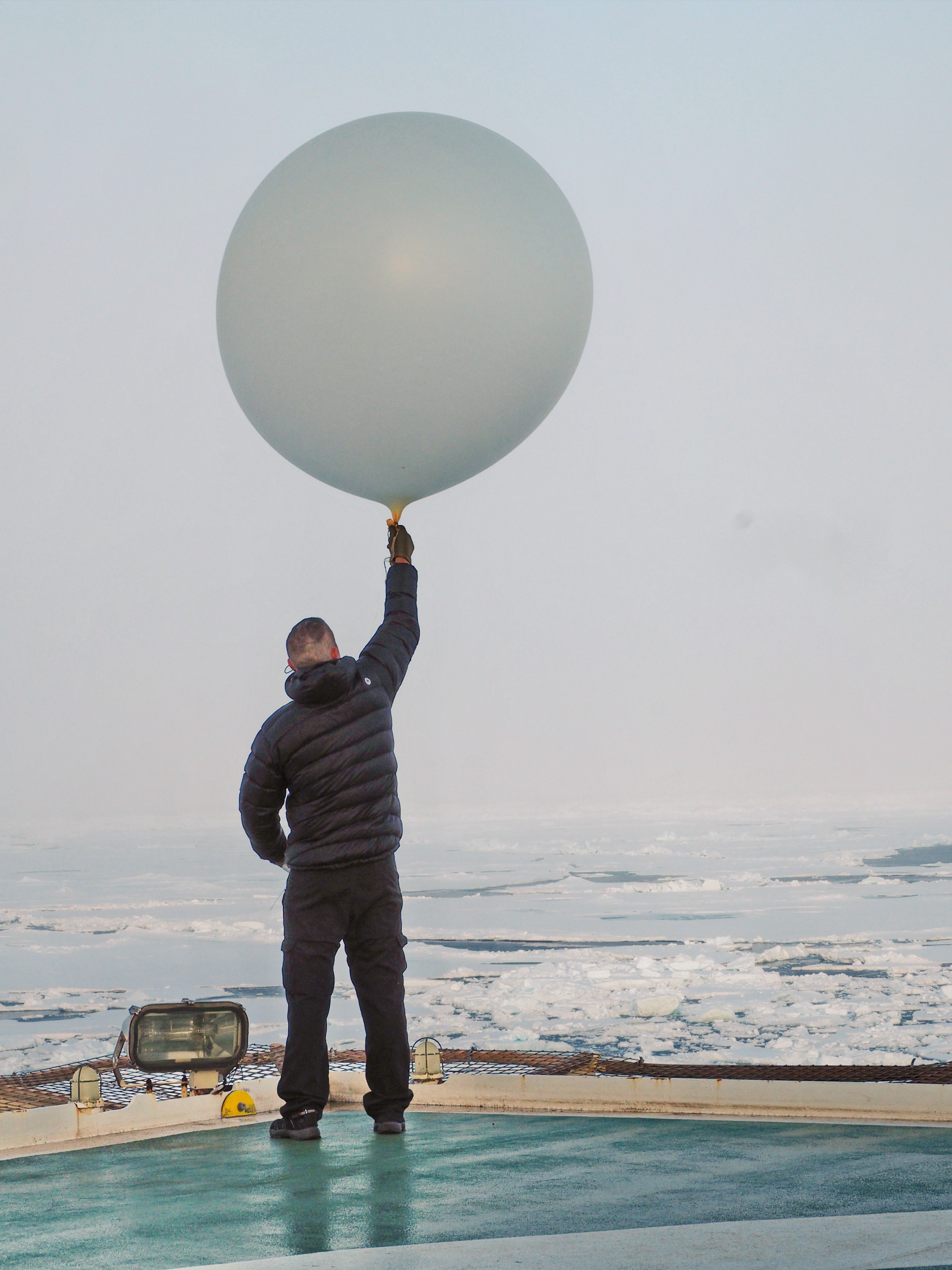 Expedition meteorologist Nicke Juuso helping out with the sounding balloons, released every 6 hours from the helipad. Photo: Michael Tjernström