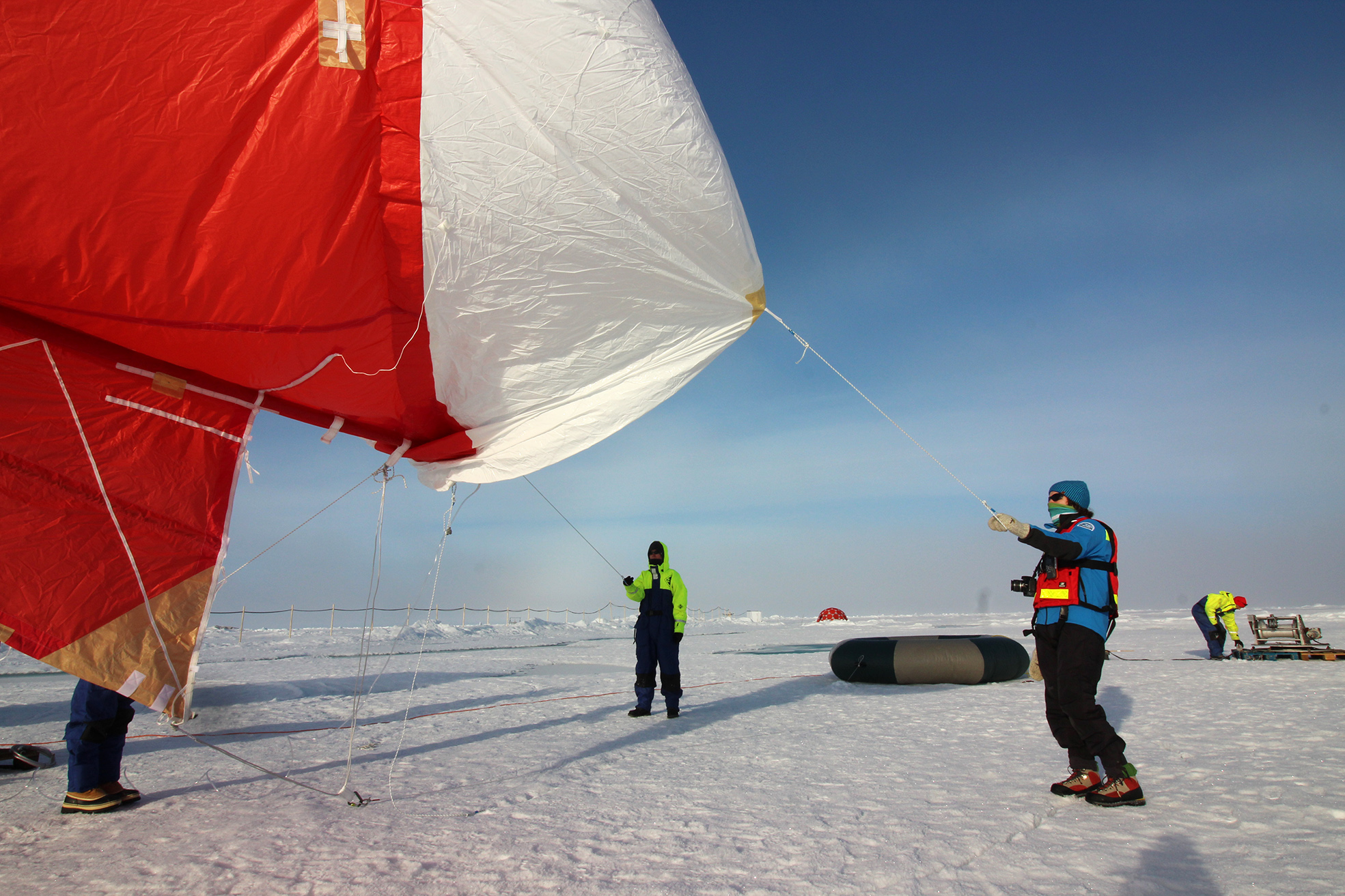 Inflating the balloon for collection of cloud droplets for post cruise determination of sugar molecules, proteins and information encoded in the DNA sequence of the marine microorganisms. Photo: Julika Zinke