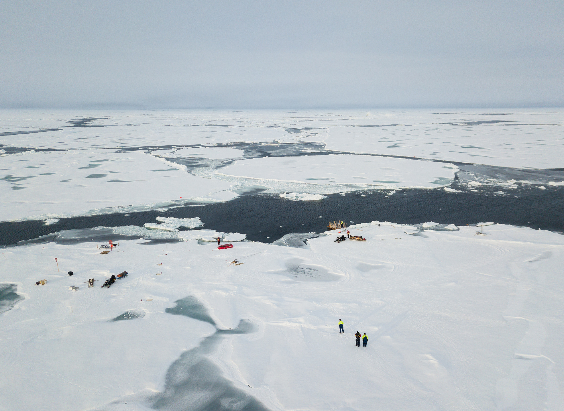An aerial photograph of the open lead site showing the position of the nearby ice floes, which were in constant motion. Photo: Lars Lehnert